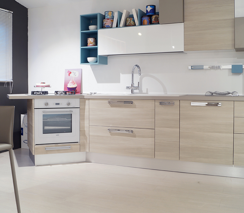 https://www.belvisimobili.it/wp-content/uploads/2016/09/cucina-lube-swing-1.jpg
