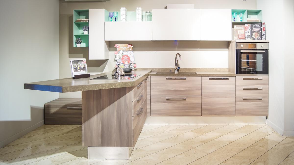 Cucina lube swing con isola belvisi mobili s r l arredamento per la tua casa - Prezzo cucina lube ...